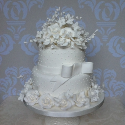 Two tier cake, wedding cake, bow, detail