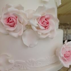 cake detail, petals, pastel pink, wedding cake
