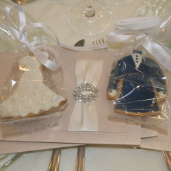 Bride & Groom cookie1