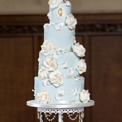 Four tier cake, chandelier, roses, blue, white, wedding cake