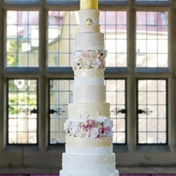grand wedding cake, extra tall wedding cake, Wedding cake, detail, tiers, gold, photography