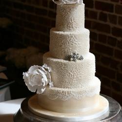 Cake detail, lace cake, brooch cake, peony cake, pearls, flowers, wedding cake