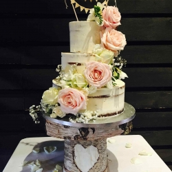 Bunting Cream Cake
